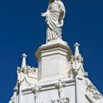 Statue sommitale, façade principale