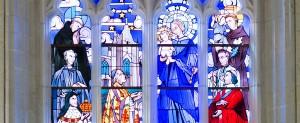 Vitrail de Marie et les bienfaiteurs de la chapelle